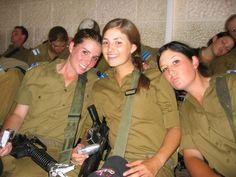Israeli-female-soldiers.