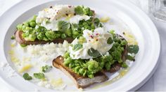 Hrášek je skvělý do polévek nebo jako příloha k masu. Ale zkuste z něj připravit tohle nezvyklé pyré na topinky a budete rázem do této zeleniny zamilovaní. Je to zkrátka neuvěřitelně dobré. Mozzarella, Avocado Toast, Guacamole, Goodies, Veggies, Fresh, Cooking, Spreads, Breakfast