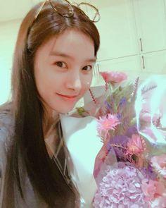 Kim So Eun, Girls Dresses, Flower Girl Dresses, Asian Beauty, Crown, Actresses, Wedding Dresses, Target, Korean