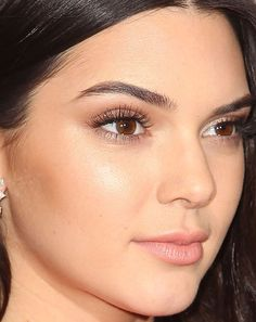 As melhores makes da Kendall Jenner e como copiar - Thais Muray Beauty Make-up, Beauty Women, Beauty Hacks, Hair Beauty, Make Up Looks, Kendall Jenner Maquillaje, Kendall Jenner Make Up, Kendall Jenner Eyebrows, Beauty Makeup