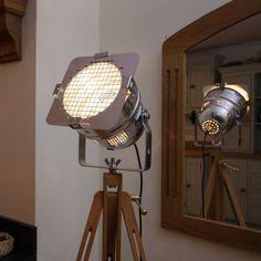 Retro-Chic-classic-theatre-stage-light-tripod-stylish-floor-lamp-VARIATIONS