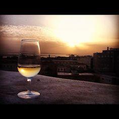 Aperitivo al tramonto sul Bastione Saint Remy a #Cagliari     www.sardegna.com
