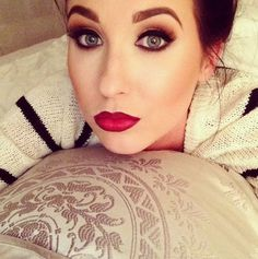 big eyes... big red lips... that's it