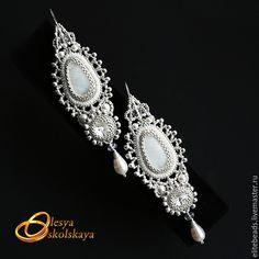 Купить №90 - Свадебные серьги ROYAL - белый, лунный камень, Кристаллы swarovski, жемчуг Сваровски
