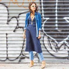 #modacomglamour Bom dia! Vestido com calça? Pode sim! A única regra na hora de combinar as duas peças é ser criativa e principalmente se divertir! Acerte como a Leandra Medine do @manrepeller que apostou no look total jeans! Para te inspirar listamos algumas dicas infalíveis. É só clicar no nosso link na bio e conferir!  via GLAMOUR BRASIL MAGAZINE OFFICIAL INSTAGRAM - Celebrity  Fashion  Haute Couture  Advertising  Culture  Beauty  Editorial Photography  Magazine Covers  Supermodels  Runway…