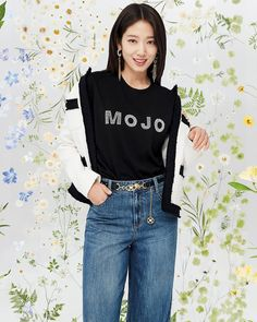 Park Hyung Sik, Park Shin Hye, Beauty Shoot, Spring Collection, Mom Jeans, Korean, Actresses, Fashion Outfits, Model