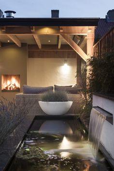 Buitenpracht Houtbouw - Landscaping with pond and veranda Outdoor Rooms, Sloped Garden, Modern Garden, Garden Room, Pond Design, Pergola Shade Diy, Dream Garden