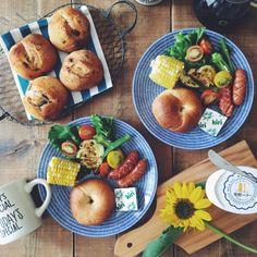 nicoさんの、机,カフェ風,北欧,おうちカフェ,手作りパン,北欧食器,ARABIA,ひまわり,ベーグル,花のある暮らし,アラビア Avec 24h,おうちぱん,おうち時間,のお部屋写真