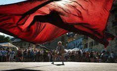 Ondeo de la Bandera, Sallent de Gállego 5 agosto. Jorge, de Casa Chicoi, siempre espectacular con la bandera. La meteo que viene