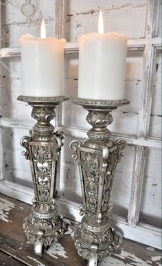 Vintage Silver Candlesticks - via Inspiration I vitt Chandelier Bougie, Chandeliers, Candle Lanterns, Pillar Candles, White Candles, Glamour Décor, Vintage Silver, Antique Silver, Decoration Entree