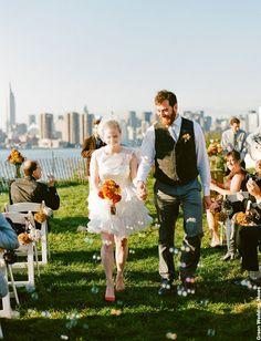 NewYorkDress Blog // A City Wedding // Click through for more romantic photos!// #Brooklyn #GreenWeddingShoes