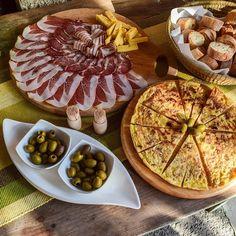 Das Leben genießen im Vipava Tal Slowenien   #vipava #slowenien #slovenia #genuss #genussreisetipps #geniessen #ham #olives #wine #antipasti #antipasto #antipast #schinken #oliven #wein #weingut #weinprobe #weinlove #weinliebe #weinverkostung #winetasting #winerytour #winedinner #winetastings #winemaker #winelands #wineparty #winetourism #winepairing #wineblogger