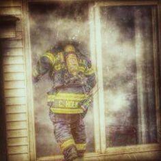 BUENOS DÍAS MUNDOOOOO!!! #rescate #bomberos #ambulancias #emergencias #salvamento Bos días. Bom dia. Egun on. Good morning. Bonjour. Guten morgen..... http://ambulanciasyemerg.blogspot.com/2015/01/BOMBEROS_15.html