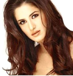 The British-Indian Bollywood diva, Katrina Kaif is undoubtedly the beauty queen of bollywood. She is one of the few Bollywood divas who look beautiful and flawless with or without makeup. Katrina's skin is buttery smooth and glowing, that it makes us often wonder what is the secret behind her flawless complexion!