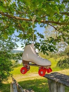 Summer, sun and roller skates 😎 #Rollkunstlauf #rollerskating #rollschuhe #rollerskater Lake Water, Roller Skating, Tricycle, Skate Shoes, Random Stuff, Wheels, Sport, Photo And Video, Wallpaper