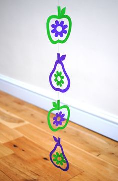 FUN: March Crafts for Kids Links roundup Green Spot Blue - Easy Crafts for All Fun Crafts For Kids, Easy Crafts For Kids, Arts And Crafts, Mobiles, March Crafts, Spring Crafts, Wreath Crafts, Paper Crafts, Handmade Crafts