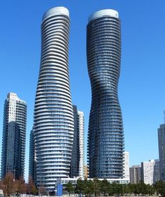 Absolute World Towers. Mississauga – Canadá. Altura: 176 metros – 56 andares
