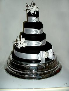 black silver and white wedding cakes 1000 images about black silver n white wedding on 11877