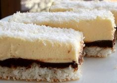 Vyborné krémové kokosové řezy, které budú vaše oblíbené. Mňam! Czech Desserts, Y Recipe, Delicious Desserts, Dessert Recipes, Coconut Dream, Kolaci I Torte, Czech Recipes, Oreo Cupcakes, Avocado Recipes