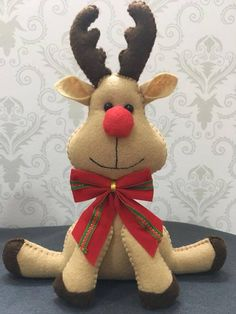 christmas crafts by carmella Christmas Decorations Sewing, Felt Christmas Ornaments, Christmas Sewing, Christmas Projects, Felt Crafts, Christmas Time, Diy And Crafts, Christmas Crafts, Rustic Christmas
