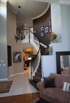 A curved staircase > A straight staircase