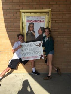 No big production please , just give me the promposal to remember - Best Hoco Proposal High School Musical, Middle School Dance, School Dances, Cute Homecoming Proposals, Formal Proposals, Homecoming Posters, Homecoming Signs, Prom Pictures Couples, Prom Couples