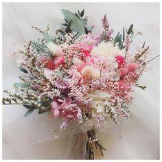 Planning A Fantastic Flower Wedding Bouquet – Bridezilla Flowers Wedding Brooch Bouquets, Bride Bouquets, Flower Bouquet Wedding, Floral Bouquets, Dried Flower Bouquet, Dried Flowers, Astilbe Bouquet, Modern Wedding Flowers, Hand Flowers