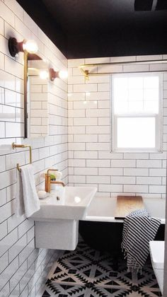 bathrooms_with_white_subway_tile_17