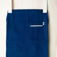 Amazing Apron.100% cotton, highly durable fabric that is resistant to washing, muted color and amazing look.  Who could resist? #apron #delantal #mandil #delantaldecocina