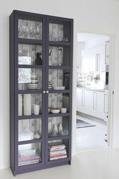 via http://hvitetulipaner.blogspot.ca/  Painted IKEA cabinet....love the color