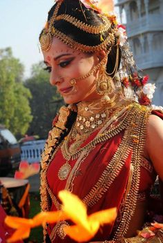 Pooja Sharma in Mahabharat Bridal Makeup Images, Bridal Makeup Looks, Saris, Indian Men Fashion, Girl Fashion, Shiva Shakti, Kali Shiva, Shiva Art, Durga Maa