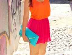 El color rosa se impone en su gama más intensa. Lo más trendy es combinarlo con rojo o naranja.