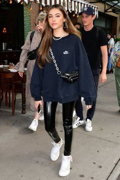 Madison Beer steps out wearing a Nike Sweatshirt, Commando Perfect Control Paten. - Madison Beer steps out wearing a Nike Sweatshirt, Commando Perfect Control Patent Leather Leggings, and Nike X Off-White Air Jordan 1 Sneakers. Source by lisabolkart - Estilo Madison Beer, Madison Beer Style, Madison Beer Outfits, Madison Beer Hair, Madison Beer Makeup, Sporty Outfits, Mode Outfits, Trendy Outfits, Fashion Outfits