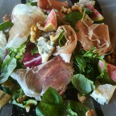 Een heerlijke smaakvolle maaltijdsalade. Klaar in 10 minuutjes. www.bientjes-kitchen.be