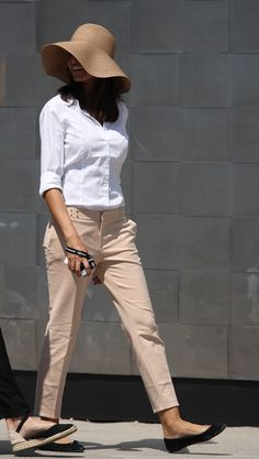 Ideas for womens fashion jeans street style shirts Fashion Pants, Fashion Outfits, Womens Fashion, Jeans Style, Shirt Style, Mode Outfits, Casual Outfits, White Shirt Outfits, Look Plus