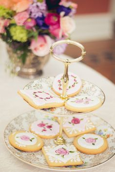Glitter Guide: A Valentine's Day Tea Party