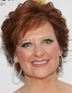 20 Best Short Haircuts For Older Ladies As we grow older, we need to adapt both our dressing style and our look, in order to reflect our age. Having long, beautiful, luscious and bouncy tresses is. Short Hairstyles Over 50, Best Short Haircuts, Short Hairstyles For Women, Hairstyles Haircuts, Layered Hairstyles, Pixie Haircuts, Celebrity Hairstyles, Hairstyle Short, Medium Hairstyles