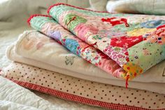 ~ How to hand tie a quilt.....Despite its draws, be aware that a tied quilt is not as durable as one that has been fully quilted. Wash these types of quilts sparingly and use care when they do need to be laundered.