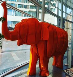 Maak een selfie met Ollie de 3D-geprinte olifant in de Centrale Bibliotheek en maak zo kans op een 3D-geprinte smartphonehouder! Wil je kans maken op een 3D-geprinte smartphonehouder in vorm van Ollie? Dit is wat je moet doen: 1.  Maak een selfie met Ollie de 3D-geprinte olifant. 2.  Volg Bibliotheek Den Haag en World Animal Protection Nederland op Facebook. 3.  Plaats je selfie met Ollie op de Facebook-pagina van Bibliotheek Den Haag of World Animal Protection Nederland en vergeet de…