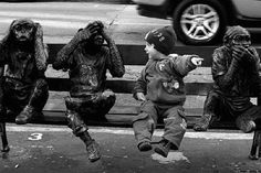 cute baby boy and three wise monkeys Funny Pictures For Kids, Boy Pictures, Funny Kids, Funny Photos, Cool Photos, Fun With Statues, Monkey Statue, Three Wise Monkeys, Bizarre