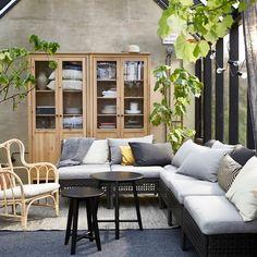 L'envie du week-end : un salon avec une verrière, pour profiter de l'extérieur quelle que soit la météo 🌦🌝  Fauteuil MASTHOLMEN  #1jour1idée #IKEAFrance