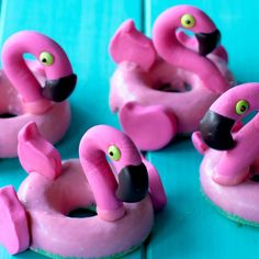 Let me float this delicious idea by you: flamingo pool floatie donuts! Let me float this delicious idea by you: flamingo pool floatie donuts! Donut Recipes, Baking Recipes, Dessert Recipes, Cake Recipes, Lunch Recipes, Cute Food, Yummy Food, Delicious Donuts, Flamingo Pool