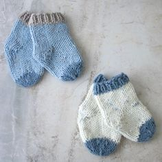 Baby Socks Knitting Pattern Free Knitting Patterns by Gina Michele - beginner-friendly! Baby Booties Knitting Pattern, Baby Boy Knitting, Knit Baby Booties, Easy Knitting, Knitting Socks, Baby Knitting Patterns Free Newborn, Crochet Socks, Booties Crochet, Knitting Tutorials