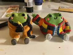 Polymer Clay Crafts, Diy Clay, Keramik Design, Clay Art Projects, Cute Frogs, Photocollage, Cute Clay, Frog And Toad, Frog Cakes