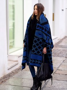 www.helloshopping.de, paisie wollponcho mit geometrischem strickmuster, cape, poncho, trends, ootd, streetstyle, essentials, winter, musthave, classics, wool, knit, knitwear, how to wear, get the look, styling tipps, fashion blogger, berlin, helloshopping, aztec print, hugo boss wood bootie, asos