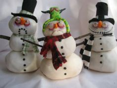 """Snowmen.  Love the look on the middle snowman's face.  """"Get this thing off my head!""""  LOL"""