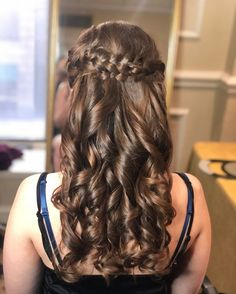BRAIDED FLOWY WAVES Want flawless wedding hair & makeup with zero stress? We gotchu! Go ahead and schedule your free consultation call today - link in bio @WindyCityGlam! . #chicagobridalmakeup #chicagomakeupartist #chicagoweddingmakeup #chicagobride #chicagomua #chicagowedding #chicagobridalmakeupartist #chicagobridalmua #chicagoweddingmua #chicagoweddingmakeupartist #chicagoweddingplanning #chicagoweddingphotographer #chicagobridalhair #chicagohairstylist #chicagoweddinghair #chicagoweddingins