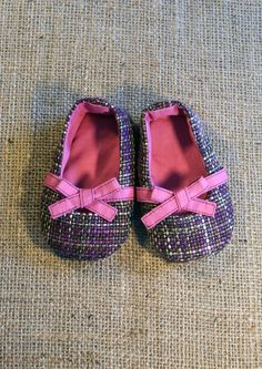 I need to learn to sew baby shoes, these are so cute!  Keeley Baby Shoes - PDF Pattern - Newborn to 18 months.. $4.50, via Etsy.