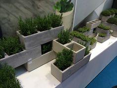 Briq stapelbare plantenbakken, leuk voor in de tuin. http://www.homezy.nl/plantenbak-briq-vierkant.html