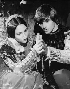 ROMEO AND JULIET OLIVIA HUSSEY as Juliet, LEONARD WHITING as Romeo ROMEO AND JULIET